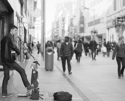 バスキング(バスカー)って何のこと?ロンドンのバスキング(路上ライブ)歴史や事情のあれこれ話します。